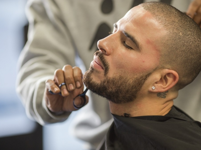 in-the-cut-beard-trim-1024x683 (2)
