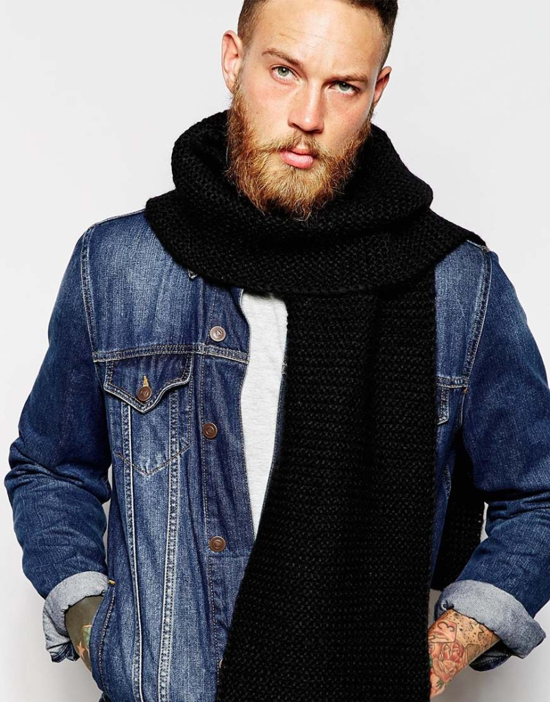 Knitted Scarf in Black