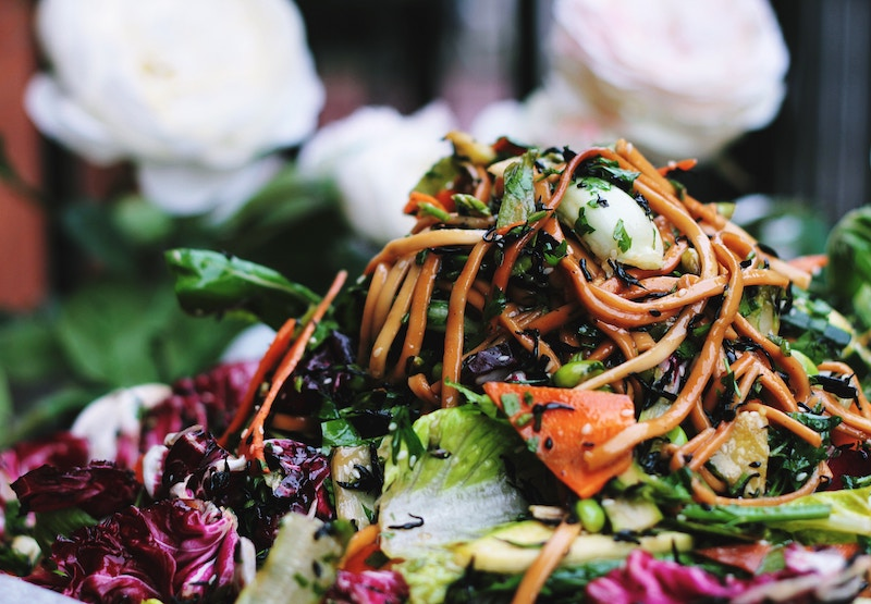 healthy udon salad